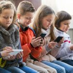 5-tips-for-parents-in-choosing-the-right-phone-for-kids-our-guide